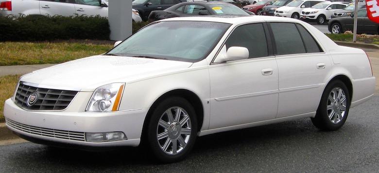 Verplaats je in stijl met je Amerikaanse huurauto, bijvoorbeeld met deze Cadillac DTS die je via Alamo kunt huren (foto: Wikimedia)