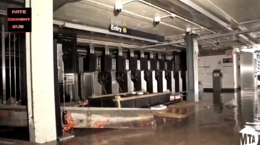 Overstroming in de metro van New York na orkaan Sandy